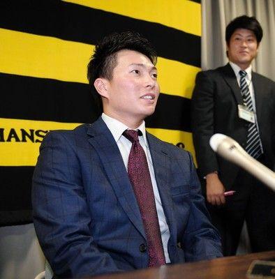 阪神・北條鳥谷との遊撃争いに「ライバルとして頑張る」600万増で更改