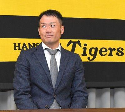 阪神・岡崎、戦力外覚悟も200万減で更改「もう一回しっかり頑張る」