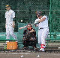 【巨人】岡本、原監督を驚かせた中堅への長打力…那覇のファンから大歓声