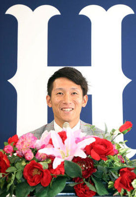 広島西川1100万増外野挑戦「ポスト丸」期待