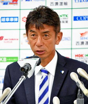J2福岡・井原監督 退任表明最終節の悲劇…6位からPO圏外に
