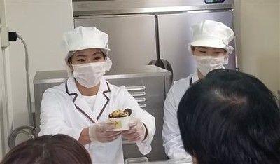松本薫さん、アイスクリーム店オープンに長蛇の列「多くの方に笑顔に」