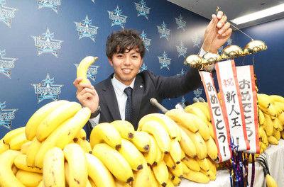 "DeNAの新人王・東""バナナ17万本分UP""5550万円!来季は「開幕投手やってみたい」"