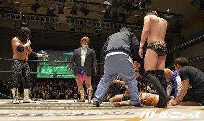 試合中の事故で吉村直巳が頚椎捻挫の重症を負い緊急搬送!対戦相手の佐々木大輔は「受け身取れない奴がリングに上がるな」と冷笑!