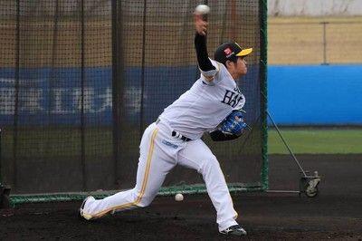 鷹ドラ1甲斐野、柳田のバット粉砕で球場どよめく初の打撃投手で安打性1本のみ