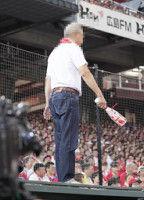 【広島】男性ファンがカメラマン席後部に乱入6連打浴び怒りか