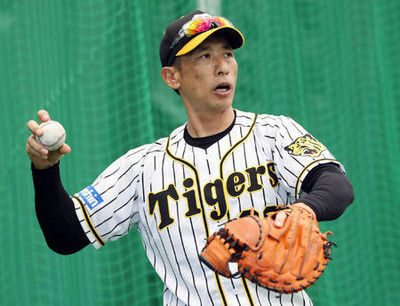 阪神矢野監督「老眼で見えないし」就任後初の捕手役