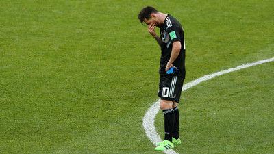 アグエロ、PK失敗のメッシを擁護「彼だって人間なんだ」