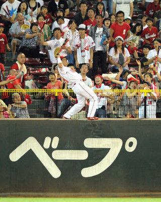 広島天谷が引退、忘れない10年超スーパーキャッチ
