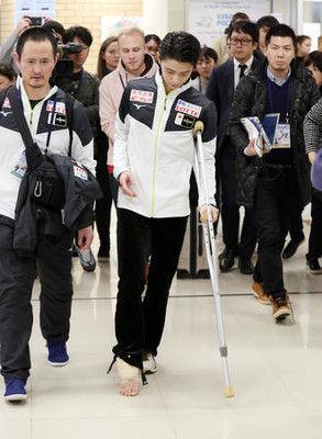 羽生結弦が松葉杖姿…GPファイナル全日本に黄信号