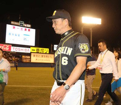 阪神13年連続V逸…岩貞乱調、金本監督打つ手なしCSへ「頑張っていくしかない」