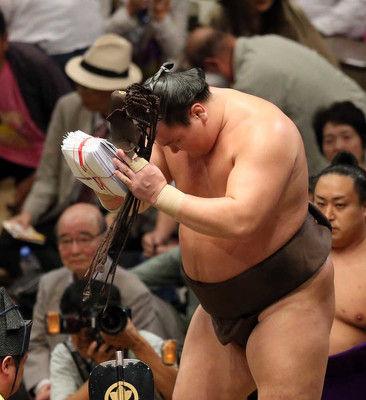 優勝の白鵬に阿武松審判部長が苦言「あの待ったはいただけない」
