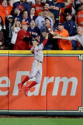 """【MLB】アルトゥーベ、""""幻の一発""""…柵越えの打球がファンの""""妨害""""と判定されて右飛に"""