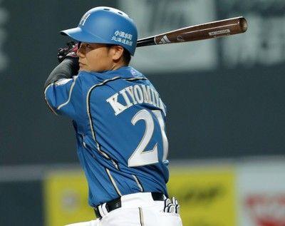 <プロ野球>「6番DH」清宮、第1打席で中越え二塁打