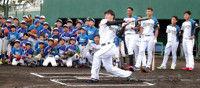 【日本ハム】吉田輝星が軟式球で3スイング中2本柵越え推定120メートル弾