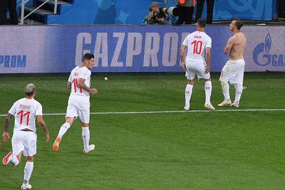 FIFAがスイス代表の「双頭のワシ」ポーズを調査開始、2試合出場停止も