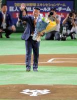 村田修一さん、感極まり「ありがとうございました」巨人―DeNA戦前にスピーチ