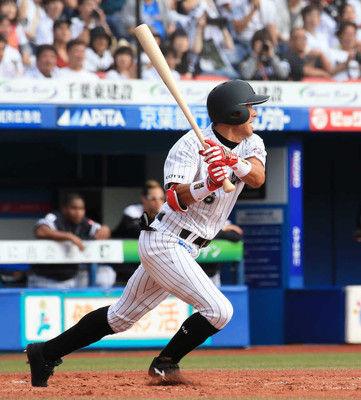 ロッテ岡田引退試合で60打席ぶり安打!野手ワースト記録更新後初打席で快音