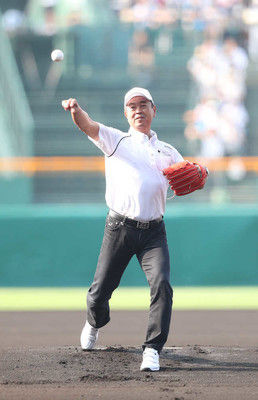 水野雄仁氏「蔦監督とともに投げようと…」レジェンド始球式でストライク投球