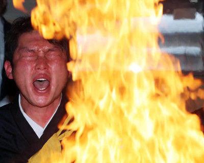 張本氏、新井さんの護摩行に「火傷してどうするの」
