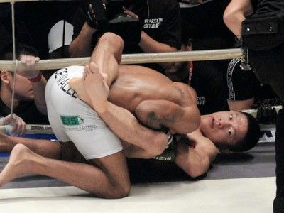 堀口恭司が大逆転勝ち初代王者に輝く「日本で戦っているのに負けるわけにはいかない」