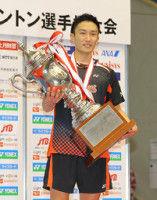 桃田が3年ぶり日本一強すぎ速すぎ世界王者に会場もため息