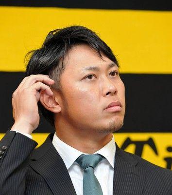 阪神・高山契約更改で記者に逆質問「どう思いますか?」600万減の3200万円