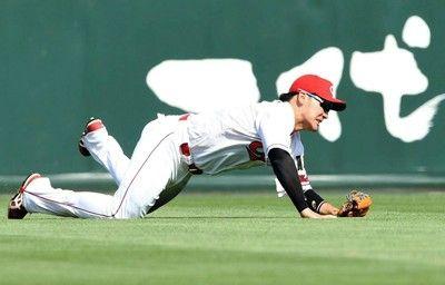 右足負傷の広島・丸が抹消28日の阪神戦で痛める「右ハムストリング筋挫傷」の診断
