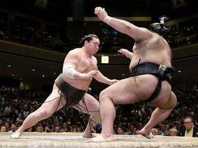 白鵬、気迫の単独トップ=注目の結び、後味の悪さも-大相撲秋場所