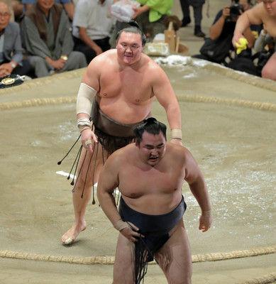 白鵬が14回目の全勝優勝…幕内1001勝で有終「久しぶりに相撲の神様が私にほほ笑んでくれた」
