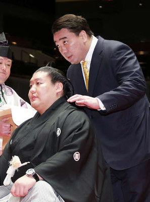 元貴ノ岩「精進したい」断髪式で元日馬富士と再会