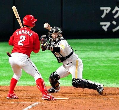 """""""甲斐キャノン""""がまたもさく裂盗塁阻止率10割捕手最多盗塁刺記録に迫る"""