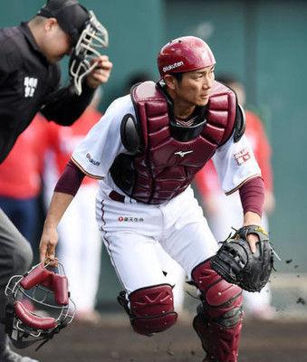 楽天岡島が来季捕手登録、再起へ選手会長が原点回帰