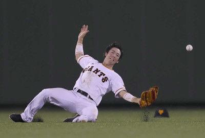 巨人強風に泣く…3度フライ捕れず失点につながる村田ヘッド「プロとして情けない」