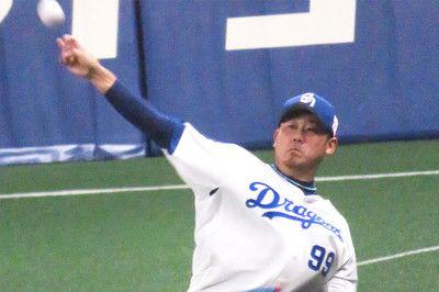 中日・松坂大輔、4回を終え5奪三振3失点4回2死二、三塁の大ピンチ抑える