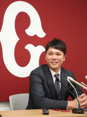 巨人・坂本勇1・5億UP5億円でサイン「最大限のいい評価、ありがたい」
