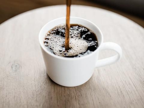 ブラックコーヒーとかいう「見栄」や「我慢」でしか飲まれてない液体wwww