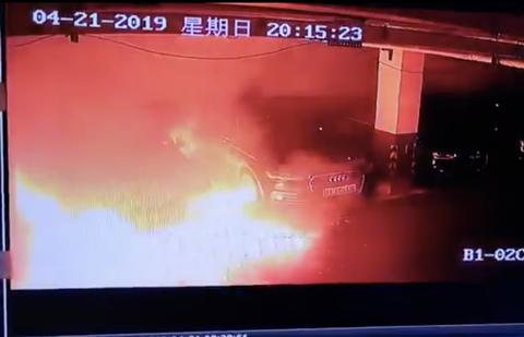 駐車場に停車中のテスラ車が突然爆発。中国で懸念の声相次ぐ