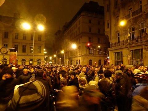 ハンガリーで大規模デモ発生-3