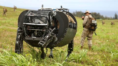 米軍の四足歩行ロボット LS3
