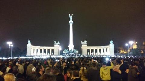 ハンガリーで大規模デモ発生-2