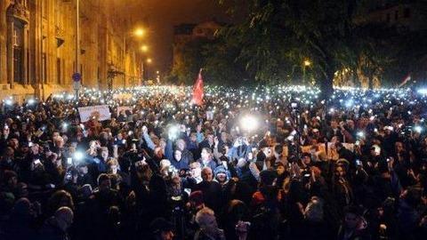 ハンガリーで大規模デモ発生-4