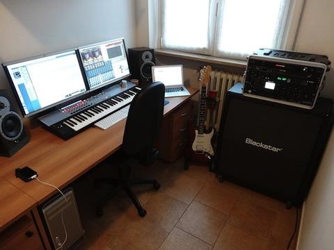 mac-musician-desk