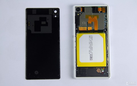 Xperia-Z2-disassembly-guide_6