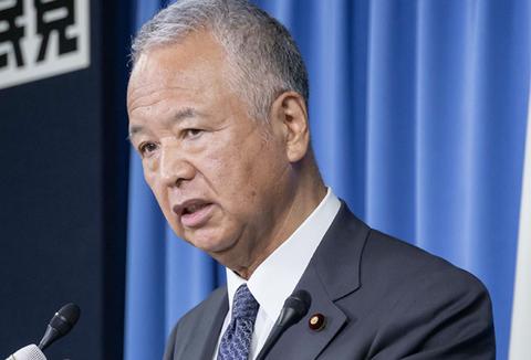 甘利幹事長「ここにあるスマホも、日本の発明です。技術では勝っているのに、ビジネスで負けている」