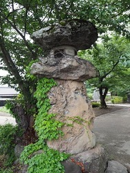 岩松寺石灯籠
