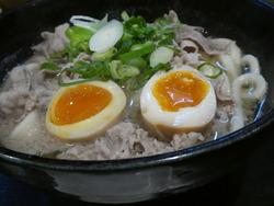 肉うどん 半熟卵