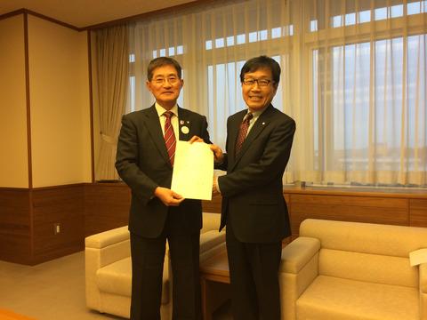岩倉市長、岩倉市議会議長・副議長へ「商工会を中心とした地域商工業振興に対する支援体制の拡充」について陳情しました