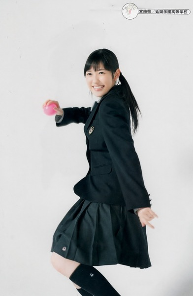 渡辺麻友、延岡学園制服