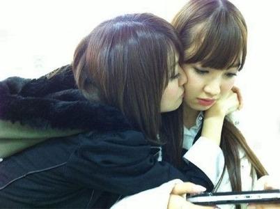 小嶋陽菜、大島優子にキスされる